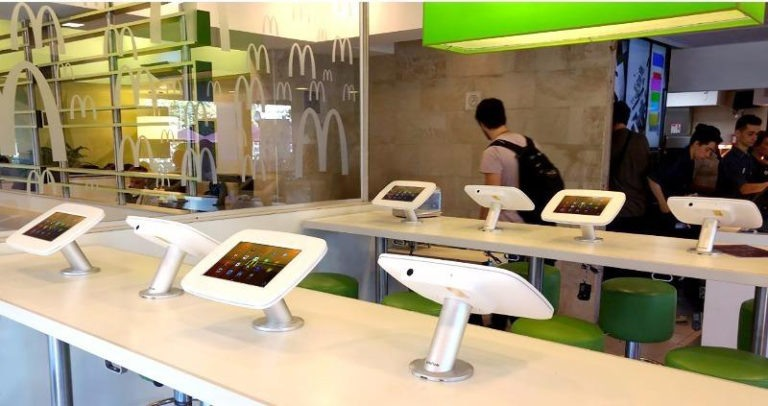 Self service kiosk McDonalds - InVue en Resatec - winkeldiefstal