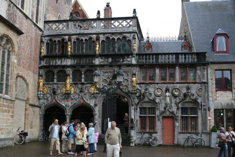 Honderdduizenden bezoekers accuraat tellen bij de Heilig Bloedbasiliek in de Stad Brugge